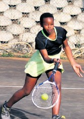 ??  ?? Busisiwe Dlamini looks to lob the ball over the net