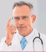 ??  ?? IN DIRETTA DAL REPARTO Un medico con gli smartglasses della Google. Mentre visita un degente Covid l'occhiale con telecamera consente ai parenti dello stesso, da casa, di seguire e sincerarsi delle sue condizioni.