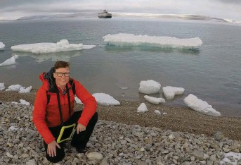 ?? Arctic Voices and Northern Corridors team photo ?? Jackie Dawson conducting Arctic shipping research during a voyage through the Northwest Passage, in Nunavut.