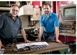 ??  ?? Georg Heinz, le fondateur, et son fils Philipp. Georg dirige la production du système 98 et Philipp a déjà pris en main certains autres pans de l'activité de FZH.