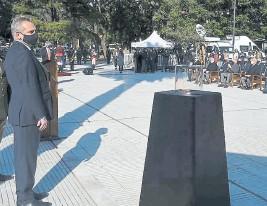 ?? Archivo ?? El ministro Rossi, en un homenaje a los caídos en Malvinas
