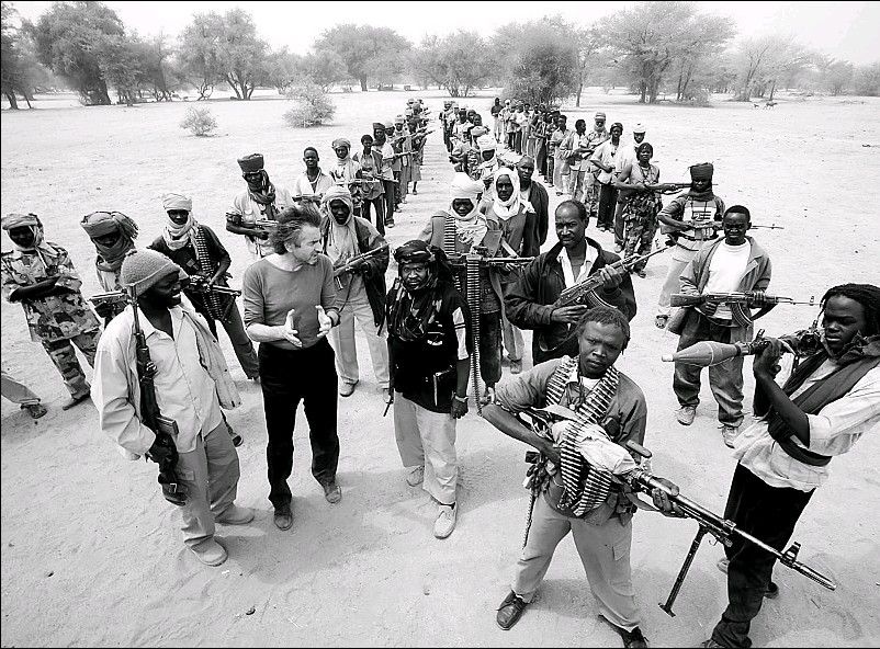 ?? ALEXIS DUCLOS / LIGHTMEDIATION ?? The author gestures as he meets with members of the Sudan Liberation Army.