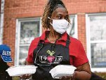 ?? Yi-Chin Lee / Staff photographer ?? Pam Allen prepares to distribute meals at Pleasant Hill Missionary Baptist Church.