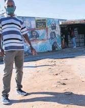 ?? Photo: Yaseen Gaffar ?? Christiaan Stewart points to a sand-built speed hump in Macassar Village, where speeding motorists pose a danger to children and pedestrians.