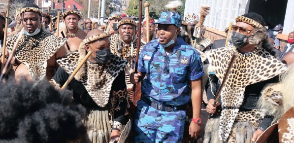 ?? | TIMOTHY BERNARD African News Agency (ANA) ?? THE eSwatini monarch has sent security personnel to guard the newly appointed Zulu King MisuZulu ka Goodwill Zulu in fear of his safety after the threats that ensued after his mother's will was read appointing him as the new King of the Zulus.