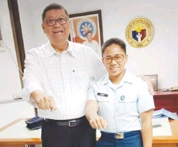 ?? (PSC image) ?? HIDILYN DIAZ, silver medalist in the 2016 Rio Olympics (right), and PSC chairman Butch Ramirez in file photo.