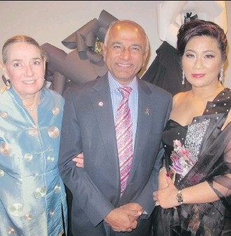 ?? PHOTOS BILL BROOKS ?? At the 20th annual Immigrants of Distinction Awards held March 11 at The Westin are honorary chair Senator-inWaiting Mike Shaikh and his wife Linda Shaikh, left, with Josephine Pon, IDA 2016 chair.