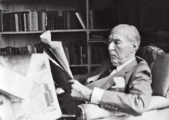 ??  ?? Lector de La Prensa. El doctor Adolfo Bioy, padre del escritor, diciembre de 1961.