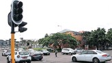 ?? African News Agency (ANA) ?? WHEN traffic lights are out, or not in sync, it can lead to many problems for motorists, as is the case in Sandton, says the writer.   DOCTOR NGCOBO