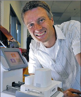 ?? JENELLE SCHNEIDER/VANCOUVER SUN ?? UBC scientist Andre Marziali headed a team that found a way to separate DNA from impurities for forensic analysis.