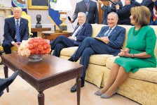 ?? EVAN VUCCI/ASSOCIATED PRESS ?? President Donald Trump meets with Senate Majority Leader Mitch McConnell, Senate Minority Leader Chuck Schumer, House Minority Leader Nancy Pelosi and other congressional leaders on Sept. 6.