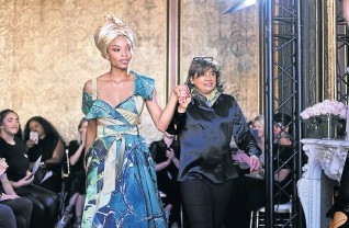 ??  ?? South African fash­ion de­signer and busi­ness­woman Vanessa Gounden dis­plays some cre­ations from her Africa Ris­ing col­lec­tion in Paris Fash­ion Week.