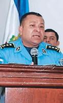 ??  ?? El comisionado Mario Molina es el jefe de la Policía Antidrogas.