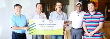 ??  ?? (From left) Pibakis Miri representative Lau Siu Hui receives the mock cheque from Michael Tiong of Dai Lieng Machinery as SOPB's representative Paul Wong, A.K Kumaran and Edwin Ha of Hass Enterprise look on.