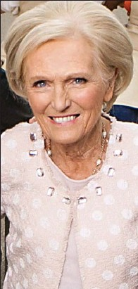 ??  ?? Don't dunk: Mary Berry told off Paul Hollywood