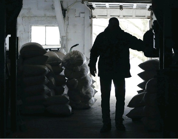 ?? KEITH SRAKOCIC/AP FILES ?? Stacks of livestock feed are sold at the Sankey's Feed Mill store in Volant, Pa. Fruit growers, cattle ranchers and grain farmers bemoaned the U.S. tariffs on imported steel and aluminum in a hearing with the House of Representatives trade...