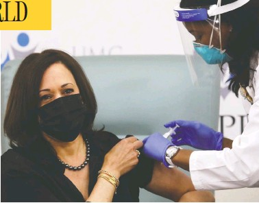 ?? LEAH MILLIS / REUTERS ?? Vice-president-elect Kamala Harris rolls up her sleeve for a dose of Moderna's vaccine live on television Tuesday.