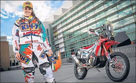 ?? FÉLIX ROMERO - KH-7 ?? Laia Sanz y su Honda oficial, ante el MACBA de Barcelona, el día de su presentación
