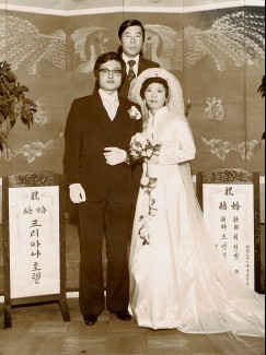 ??  ?? The author's parents on their wedding day in Seoul, 1977.