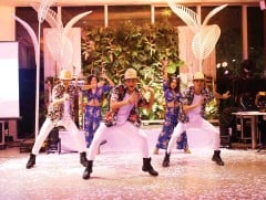 ??  ?? LATIN dancers in an energized performance