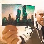 ??  ?? Фото из 2118 г., полученное в результате «секретного эксперимента» с неким А. Смитом.
