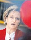 ?? FOTO: MARIJAN MURAT/DPA ?? Wirtschaftsministerin Nicole Hoffmeister-Kraut (CDU) sichert mittelgroßen Unternehmen Unterstützung in der Krise zu.