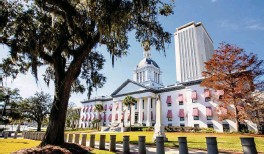 ?? DANIEL A. VARELA dvarela@miamiherald.com ?? The Old Historic Florida State Capitol building in Tallahassee. The current Capitol, a modern office building, looms in the rear.