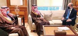??  ?? وزير الخارجية أيمن الصفدي يستقبل نظيره السعودي الأمير فيصل بن فرحان أمس -)بترا(