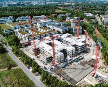 ?? Foto: Eigner Bauunternehmung ?? Am Rand von München, im Gewerbegebiet der Gemeinde Aschheim, entstehen 40000 Quadratmeter Fläche, die Wirecard als Konzernzentrale nutzen wollte. Nach der Insolvenz wird die Immobilie wohl anders genutzt.