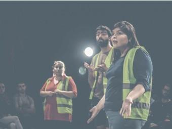 """??  ?? """"Es sobre nosotros (también)"""", de David Amado, es una obra en la que un estudiante de teatro toma como tema la vida de un desaparecido de la dictadura stronista, para hacer memoria."""