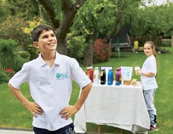 ??  ?? Oskar, 10, and Sofie, nine, started an eco business with their parents
