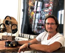 ??  ?? Lebt das Thema Kopfhörer: Thomas Halbgewachs in seinem Heidelberger Store.