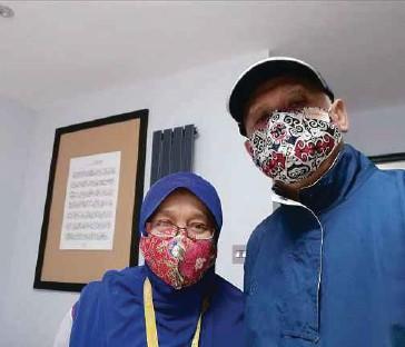 ?? PIC COURTESY OF DR ZAINAB KASSIM ?? Dr Zainab Kassim and her husband, Dr Burhanuddin Busu, established the Sabah English Aspiration Society in 2017.