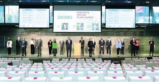 ?? IDIS ?? Foto de familia de los representantes de las organizaciones y empresas que se han adherido al manifiesto