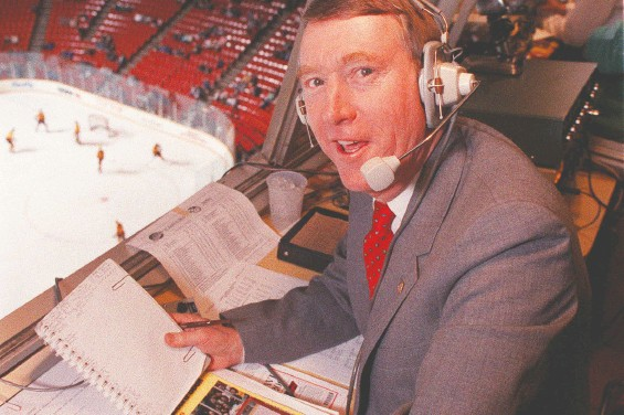 ?? KEN OAKES/FILES ?? CKNW sportscaster Jim Robson, seen here at the Pacific Coliseum in 1989, worked alone for his first seven years doing play-by-play for Canucks games.