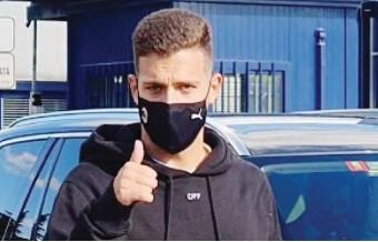 ??  ?? L'arrivo a Milano di Diogo Dalot, 21 anni, oggi la firma e l'ufficialità dell'ingaggio del difensore portoghese