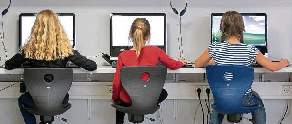 ?? FOTOS: FRISO GENTSCH/PRIVAT ?? Informatik soll Pflichtfach in der Schule werden – das hilft der digitalen Wirtschaft aktuell aber nicht.
