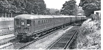 ?? BRIAN MORRISON. ?? A Maidstone East to London Victoria train passes Bickley Junction on July 27 1955, formed of 2-HAL stock with 2657 leading. The third rail reached Maidstone in 1939.