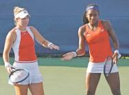 ?? PATRICK SEMANSKY/ASSOCIATED PRESS ?? Rising U.S. tennis players Caty McNally, left, and Cori Gauff won the doubles tournament Saturday at the Citi Open in Washington.