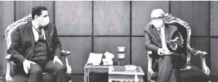 ?? CAIRO PE ?? AMBASSADOR Sulpicio M. Confiado (right) with Rear Admiral Walid Mostafa Awad