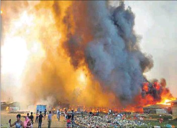 ??  ?? Devastation: A massive fire at the Kutupalong camp in Bangladesh is estimated to have affected 87 000 Rohingya refugees who previously fled oppression in Myanmar