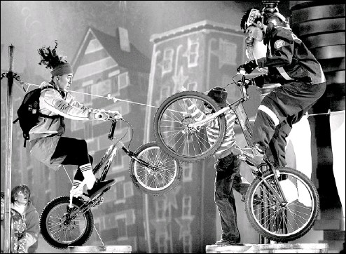 ??  ?? A high-speed bicycle chase involving cops and robbers is part of Cirque du Soleil's child-friendly show, Wintuk, now on stage in New York City.