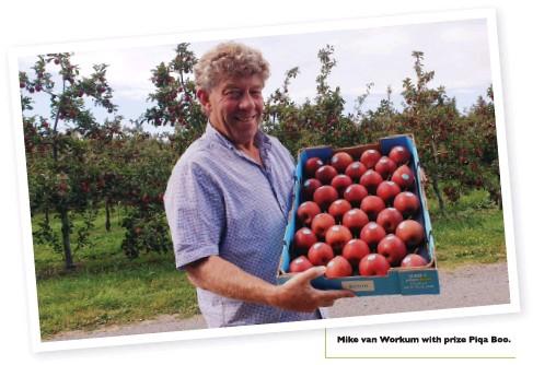 ??  ?? Mike van Workum with prize Piqa Boo.