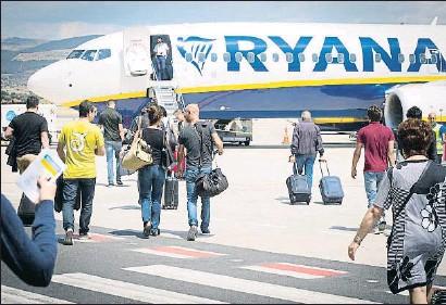 ?? JANNHUIZENGA / GETTY IMAGES ?? La huelga de Ryanair ha dejado en tierra a 75.000 pasajeros en los aeropuertos españoles