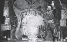 ?? CYLLA VON TIEDEMANN, DISNEY THEATRICAL PRODUCTIONS, VIA AP James Monroe Iglehart puts his own magic into the genie. ??