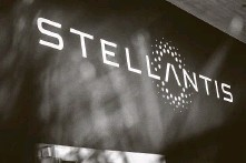?? Cyril Marcilhacy / Bloomberg ?? Stellantis was launched on the Milan and Paris stock exchanges Monday; it launches on the New York Stock Exchange today.