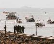 ?? Foto: Oliver Pinel, dpas ?? Französische Fischerboote vor dem Ha‰ fen in Jersey.