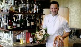 ??  ?? Küchenchef Georg Bläuels Küche setzt auf feine Produkte
