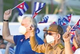 ?? AFP ?? Díaz-Canel y Raúl Castro encabezaron el acto.