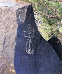 ??  ?? Petroglyph­s can be seen while floating down the Middle Box area of the Rio Grande.